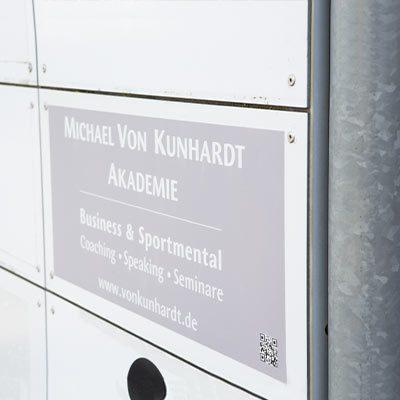 https://www.vonkunhardt.de/wp-content/uploads/2019/12/akademie_04-400x400.jpg